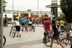28-ОЕ МАЯ 2017, АЛЬКОБЕНДАС, ИСПАНИЯ: традиционный парад велосипеда Стоковое фото RF