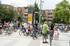 28-ОЕ МАЯ 2017, АЛЬКОБЕНДАС, ИСПАНИЯ: традиционный парад велосипеда Стоковое Изображение RF
