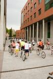 28-ОЕ МАЯ 2017, АЛЬКОБЕНДАС, ИСПАНИЯ: традиционный парад велосипеда Стоковые Изображения