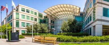 2-ое мая 2019 Cupertino/CA/США - кампус Яблока в Кремниевой долине, петле одном безграничности, южная область San Francisco Bay стоковые изображения