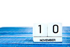 10-ое ноября Изображение календаря 10-ое ноября на голубой предпосылке Стоковое Изображение RF