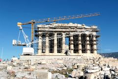 2017 15-ое октября - висок Парфенона под конструкцией, акрополем, Афинами, Грецией Стоковая Фотография
