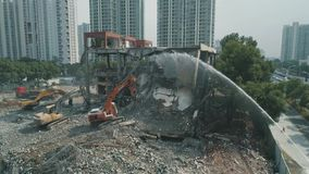 16-ое октября 2018 Город Сучжоу, Китай Воздушный взгляд трутня покинутого строя подрывания между современным офисом видеоматериал
