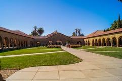 11-ОЕ ОКТЯБРЯ; 2015, Стэнфордский университет: Взгляд Стэнфордского университета, Калифорнии, США, Стоковые Фото