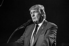 15-ое октября 2016, EDISON, NJ - Дональд Трамп говорит на ралли Edison Нью-Джерси индусском Индийск-американском для 'гуманности  Стоковые Изображения RF