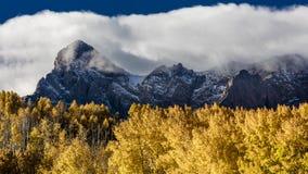 28-ое сентября 2016 - горы Сан-Хуана в осени, около Ridgway Колорадо - с мезы Hastings, грязной улицы к теллуриду, CO16 - Сан j Стоковое Изображение RF