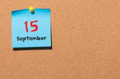 15-ое сентября День 15 месяца, календаря стикера цвета на доске объявлений Время осени Пустой космос для текста Стоковые Фотографии RF