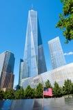 11-ое сентября мемориальный и одна башня всемирного торгового центра в Нью-Йорке Стоковое фото RF