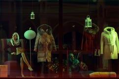 15-ое сентября 2017, самара, ` босса ` mod магазина Росси-удобства, окно с манекенами Стоковые Фото