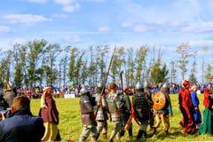 16-ое сентября 2017, Тула, Россия - международное воинское и историческое ` поля Kulikovo ` фестиваля: телезрители и участники Стоковые Изображения