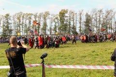 16-ое сентября 2017, Тула, Россия - международное воинское и историческое ` поля Kulikovo ` фестиваля: телезрители и участники Стоковая Фотография