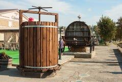 11-ое сентября 2014 Sennoy, Краснодар Krai Выдержка выставки Phanagoria комнаты дегустации под внешним Стоковые Изображения