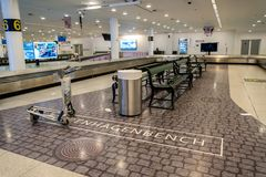 18-ое февраля 2019 Аэропорт Kastrup в Дании, Копенгагене Переход и архитектура темы Выравнивающ дезертированное пустое ночи пусто стоковое изображение