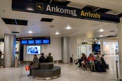 18-ое февраля 2019 Аэропорт Kastrup в Дании, Копенгагене Переход и архитектура темы Выравнивающ дезертированное пустое ночи пусто стоковое фото