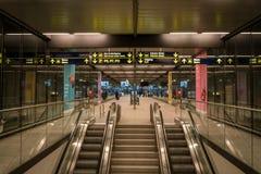18-ое февраля 2019 Аэропорт Kastrup в Дании, Копенгагене Переход и архитектура темы Выравнивающ дезертированное пустое ночи пусто стоковая фотография rf