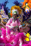 - 1-ое января - женский руководитель войск танцует в Junkanoo, культурном фестивале в Nassasu в 1-ое января 2011 Стоковые Фотографии RF