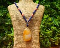 Ожерелье драгоценного камня на манекене Стоковые Изображения