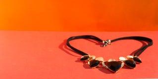 Ожерелье на красном цвете Стоковая Фотография RF