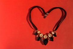 Ожерелье на красном цвете Стоковое Фото