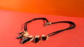 Ожерелье на красном цвете Стоковые Фото