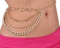 Ожерелье на нагой талии девушки на белой предпосылке Стоковые Изображения RF