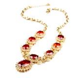 ожерелье самоцветов изолированное золотом Стоковые Изображения