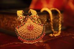 ожерелье золота индийское традиционное стоковая фотография