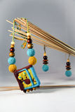 Ожерелье и серьги сделанные войлока и деревянных шариков в этническом st Стоковое Изображение