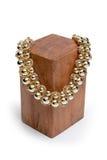 Ожерелье на деревянной стойке на белизне Стоковая Фотография