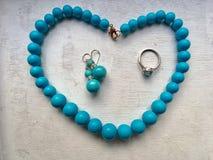 Ожерелье шариков с кольцом и серьгами стоковые фотографии rf