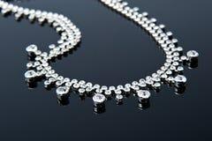 Ожерелье ювелирных изделий на черной предпосылке стоковое изображение