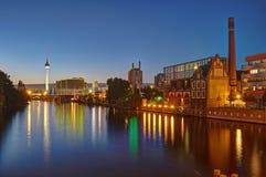 Оживление реки в Берлине вечером стоковые изображения