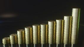 Оживленная растущая диаграмма в виде вертикальных полос сделанная знаков внимания bitcoin Концепция роста Cryptocurrency перевод  Стоковые Фото