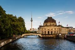 Оживление реки и остров музея, Берлин стоковая фотография