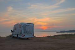 Ожидание восхода солнца стоковые фотографии rf