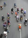 Ожидание Motorcyclists на соединении Стоковая Фотография
