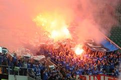 Ожог сторонников Ultras flares во время спички Стоковое Изображение RF