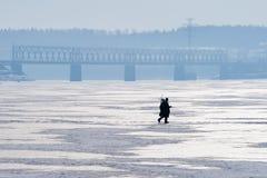 лож Россия transbaikalia льда рыболовства рыб как раз поглотили зиму Стоковые Изображения RF