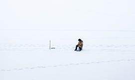 лож льда рыболовства как раз поглотили zander зимы Стоковая Фотография