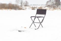 лож льда рыболовства как раз поглотили zander зимы Стоковые Фото