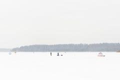 лож льда рыболовства как раз поглотили zander зимы Стоковые Изображения RF