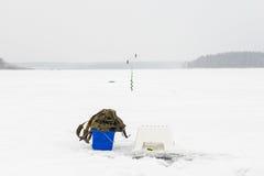 лож льда рыболовства как раз поглотили zander зимы Стоковое Изображение