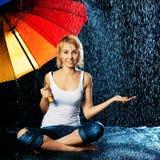 дождь девушки вниз Стоковые Изображения RF