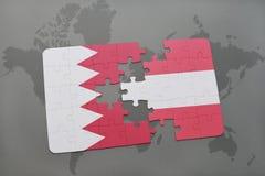 озадачьте с национальным флагом Бахрейна и Австрии на предпосылке карты мира Стоковая Фотография