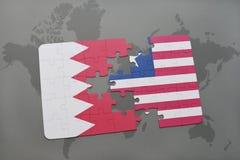 озадачьте с национальным флагом Бахрейна и Либерии на предпосылке карты мира Стоковое фото RF