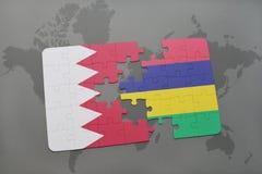 озадачьте с национальным флагом Бахрейна и Маврикия на предпосылке карты мира Стоковые Изображения RF