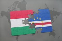 озадачьте с национальным флагом Венгрии и Кабо-Верде на карте мира Стоковые Фотографии RF