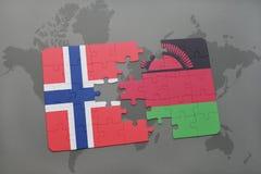 озадачьте с национальным флагом Норвегии и Малави на карте мира Стоковое фото RF