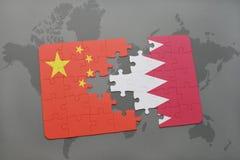 озадачьте с национальным флагом фарфора и Бахрейна на предпосылке карты мира Стоковое Изображение RF