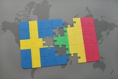 озадачьте с национальным флагом Швеции и Мали на предпосылке карты мира Стоковые Изображения